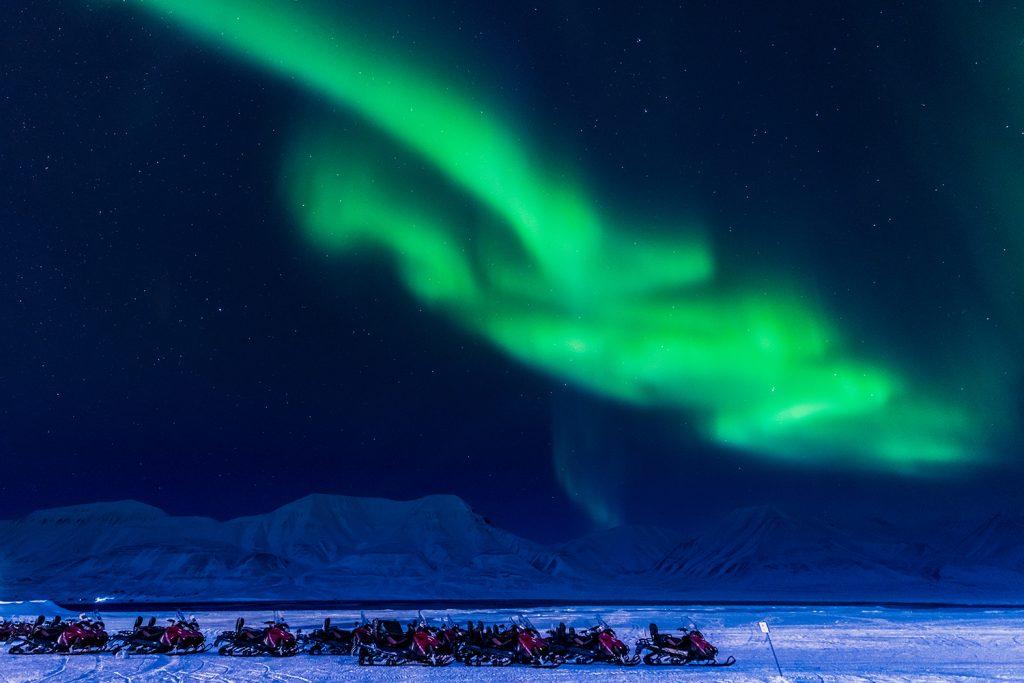 Landausflug: Polarlichter und Schneemobil