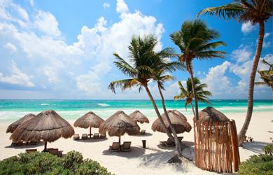 Weißer Sandstrand und karibische Sonne genießen