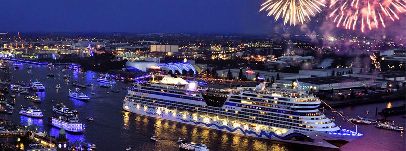 Kreuzfahrtschiffe besuchen den Hamburg Hafengeburtstag