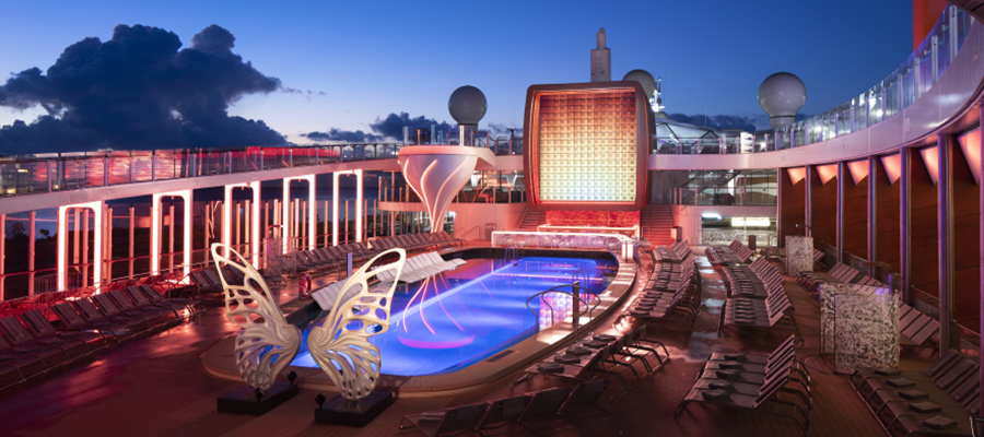 Pooldeck auf der Celebrity Apex von Celebrity Cruises
