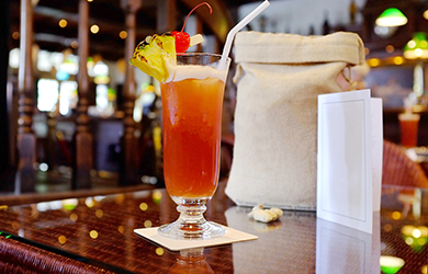 Must-Do in Singapur - ein Singapore Sling im Raffles Hotel
