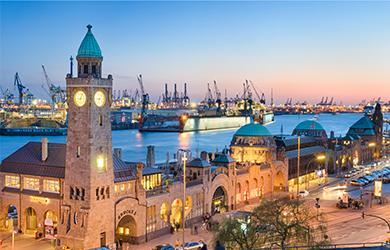 Hamburg - die schöne Stadt an der Elbe ist Hafen für viele Schiffsanläufe