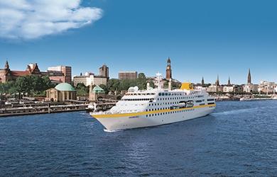 Die MS Hamburg verlässt die Hansestadt