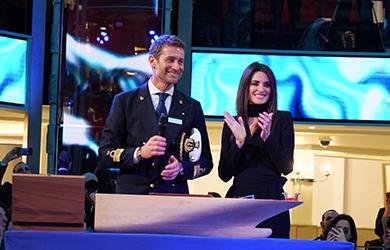 Schauspielerin Penelope Cruz hat die Costa Smeralda von Costa Crociere in Savona getauft