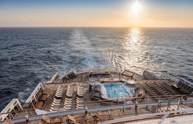 Die herrrliche Aussicht auf das meer können Reisende an Bord der Queen Mary 2 genießen.