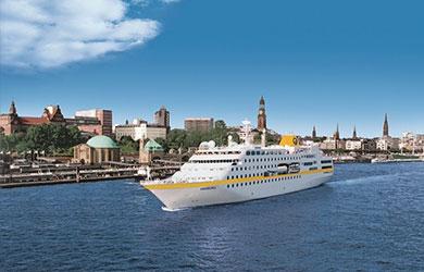 Die MS Hamburg von Plantours im Hamburger Hafen