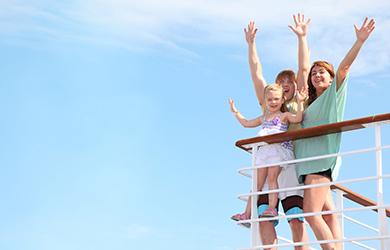 Auf dem Kreuzfahrtschiff hat die ganze Familie Spaß im Urlaub