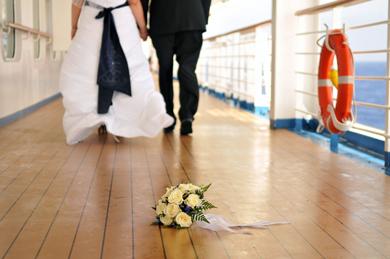 Schiffshorn Statt Kirchenglocke Heiraten Auf Hoher See