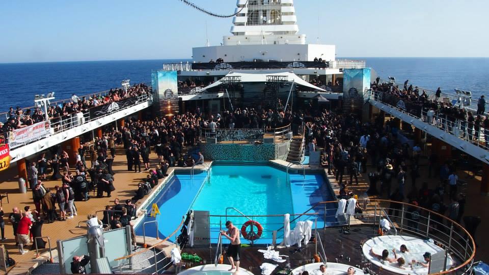Pooldeck Full Metal Cruise